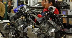 Subirán precios de autos por superdólar