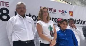 'Una buena dosis de aliento y ternura': AMLO comparte imagen con su hijo desde Palacio Nacional