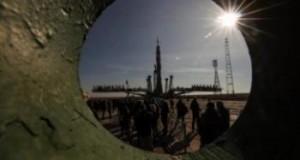 Queda instalado el cohete que lanzará la Soyuz MS-12 a la EEI