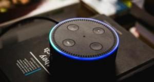 Facebook trabaja en crear un asistente de voz inteligente